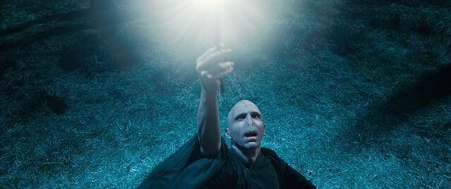 File:Voldemort Elder Wand.jpg