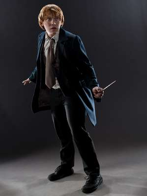 File:Ron Weasley Deathly Hallows promotional image (01).jpg