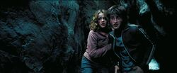 Harry Hermione in tunnel