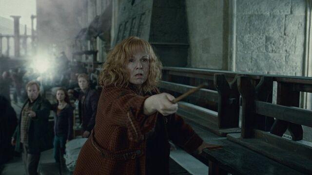 File:Molly Weasly dueling.jpg