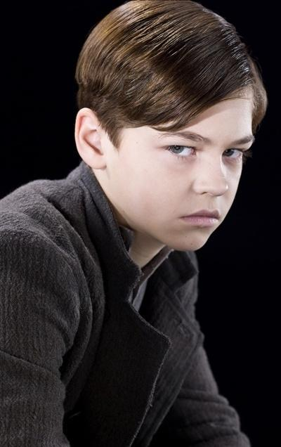Datei:Tom Marvolo Riddle - 10-years-old (HBP promo) 1.jpg