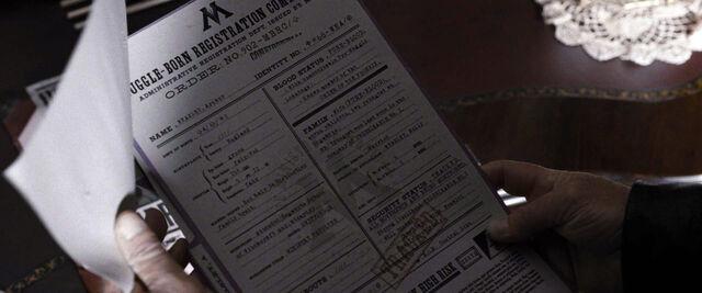 Datei:DH1 Muggle-Borns Registration Commission Order No. 902-MBRC.jpg