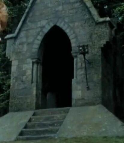 File:Covered bridge entrance.jpg