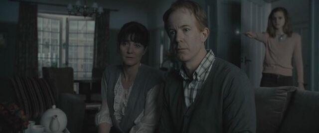 File:Hermione modifying her parents' memories.JPG