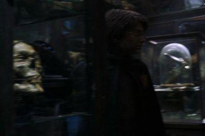 File:Harry at Knockturn Alley.jpg