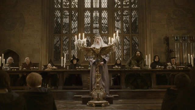 ملف:Dumbledore's speech at the Great Hall in 1996.JPG