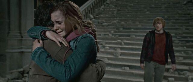 File:Harry and Hermione hug.jpg
