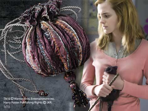 File:Hermione's bag.jpg