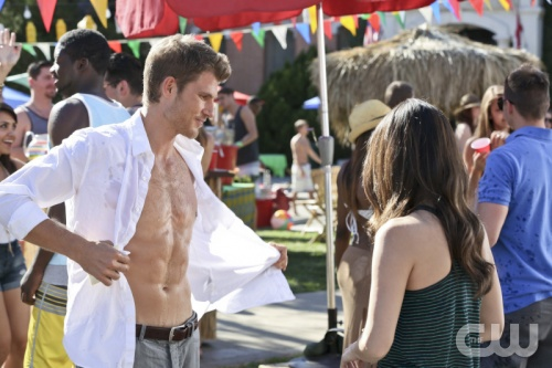 File:Taking off his shirt.png