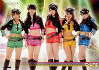 Cute-Tour2013Aki-groupshot
