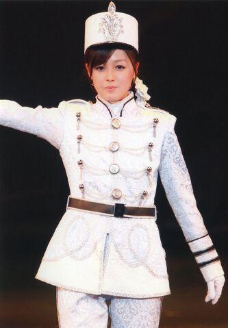 File:Kusumi Koharu 14474.jpg