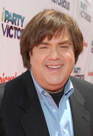File:Dan Schneider for -iParty with Victorious-.jpg