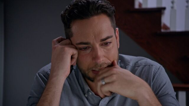 File:1x05 Luke crying.jpg