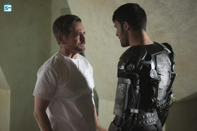 File:Carlos and father 1x11.jpg