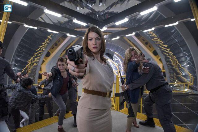 File:1x13 Erica with a gun.jpg