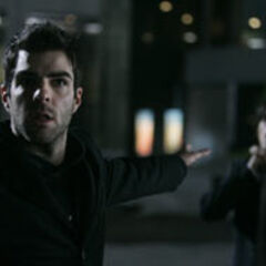 Sylar choking Peter