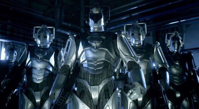 File:Cybermen with leader.jpg