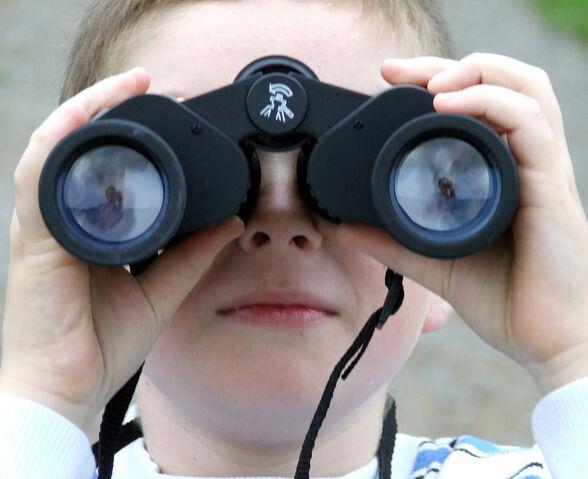 File:Binoculars-8971.jpg