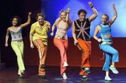 Hi-5 dancing Boom Boom Beat in Its a Party Tour