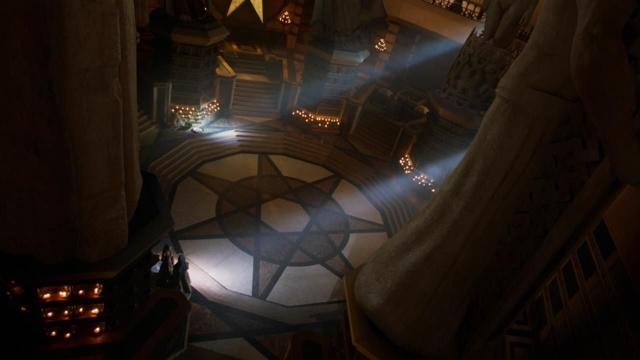 Archivo:Interiores Gran Septo de Baelor HBO.jpg