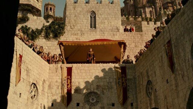 Archivo:Rey Joffrey en el torneo por su día del nombre HBO.jpg