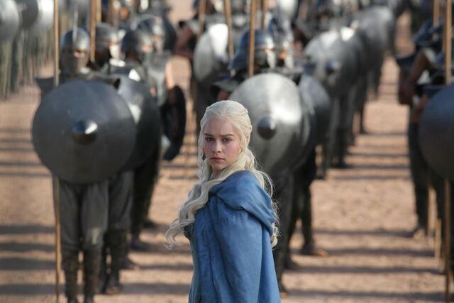 Archivo:Daenerys frente a los Inmaculados HBO.jpg