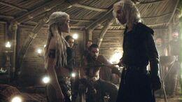 Viserys amenaza a Dany HBO