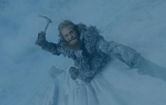 Archivo:Tormund escalando HBO.png