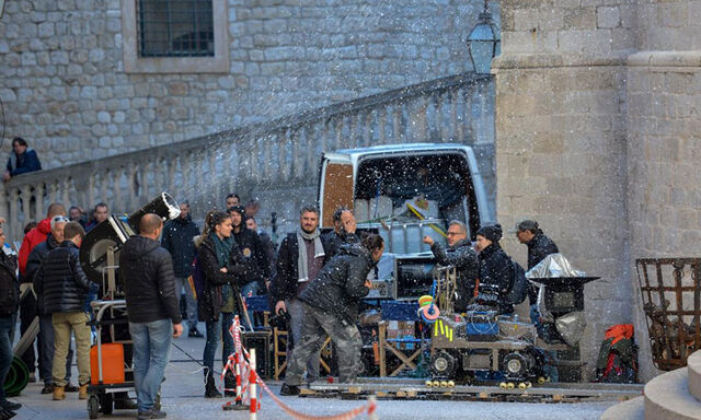 Archivo:Game-of-Thrones-Filming-Snow-Jeremy-Podeswa.jpg