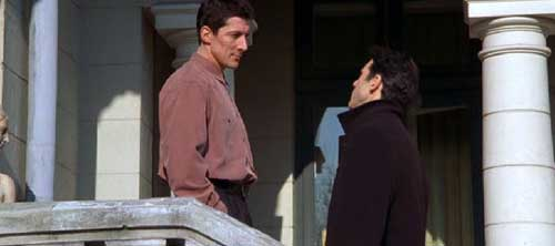 File:Duncan speaks to methos endgame.jpg