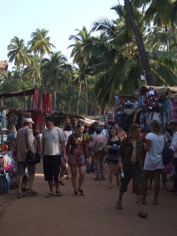 File:Hip Anjuna hippie market.JPG
