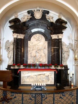 File:Crypt of St Boniface.jpg