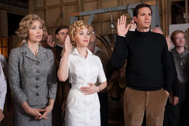 "File:Jessica Biel as ""Vera Miles,"" Scarlett Johansson as ""Janet Leigh"" and James D'Arcy as ""Anthony Perkins"" on the set of HITCHCOCK .jpg"