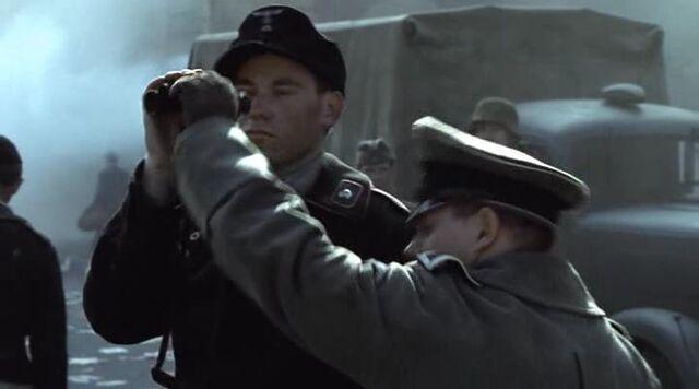 File:Muller takes binocular.jpg