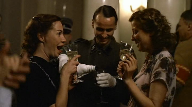 File:Traudl and Gerda drink.png