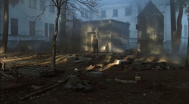 File:Hentschel outside Bunker.jpg