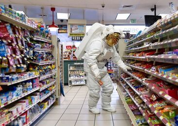 Astronaut-daily-life-02-610x433