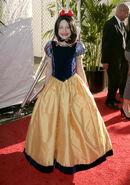 Dakota-Fanning-adorable-Disney-princess-LA-red-carpet