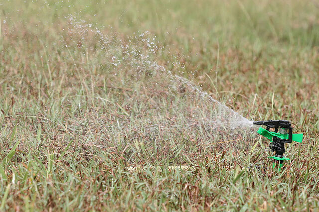 File:800px-Irrigational sprinkler.jpg