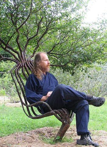 File:439px-Pete in garden chair 01.jpg