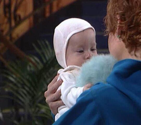 Fil:Juan-Carlos, baby intro..jpg