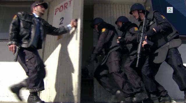 Fil:Politiet rykker inn i lageret hvor Edvin holdt Jenny fanget.png