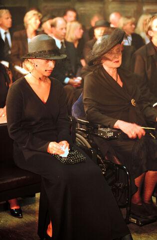 Fil:Begravelse014 27301.jpg