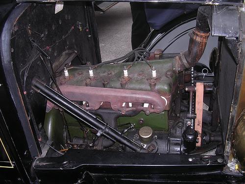 File:Ford model T engine.jpg
