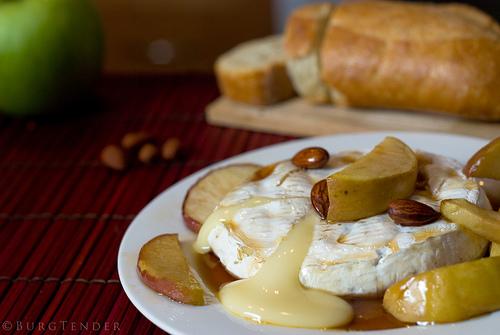 File:Brie fondant aux pommes et sirop d'érable -).jpg