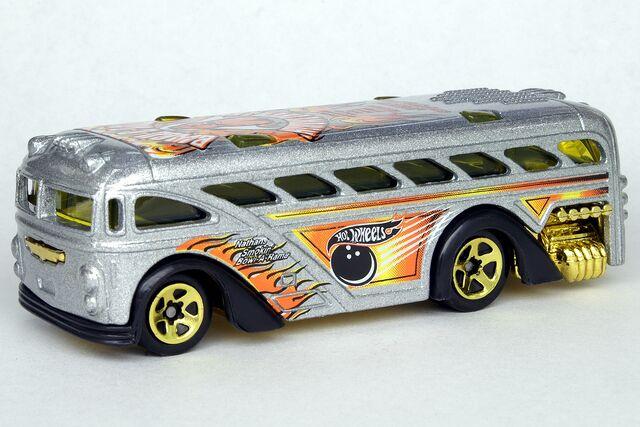 File:Surfin' School Bus - 7002df.jpg