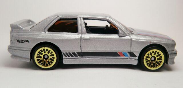 File:'92 BMW M3-2013.jpg