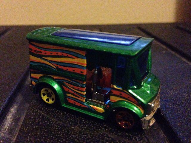File:Green Emerald Metal Flake Bread Box.jpg
