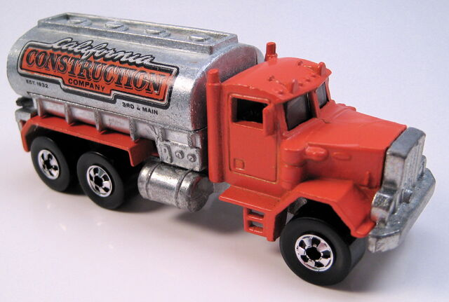 File:Peterbuilt tank truck orange, BW, unpainted tank, metal HK base.JPG