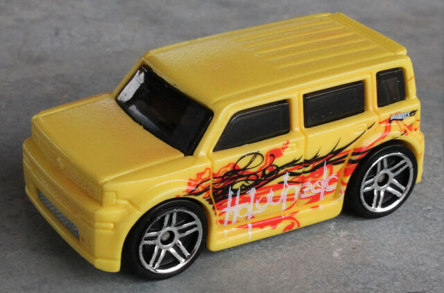 File:Scion xB - HWCS Hypercolor Warm.JPG